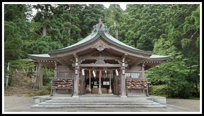 男鹿真山神社